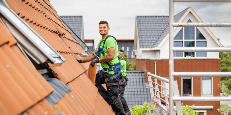 bevestiging zonnepanelen op dak met dakpannen