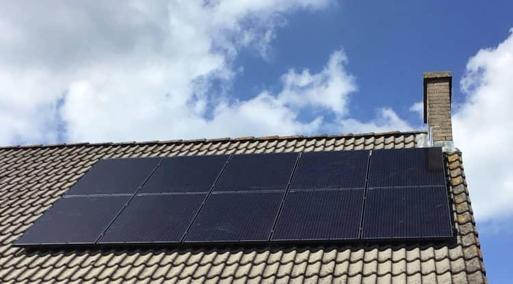 schuin dak met symmetrische zonnepanelenset