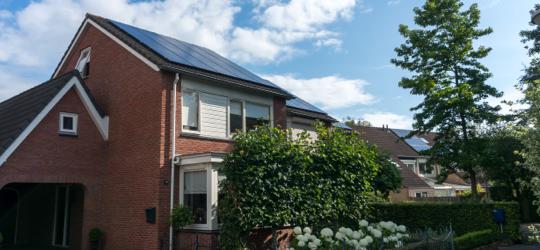 zonnepanelen op dak hoekwoning